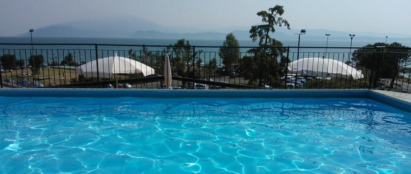 Blu Lake Sirmione Hotel rooftop pool.jpg